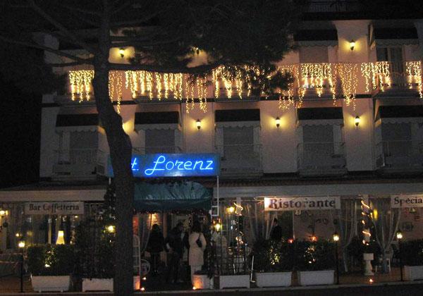 hotel-lorenz-esterno-notte.jpg